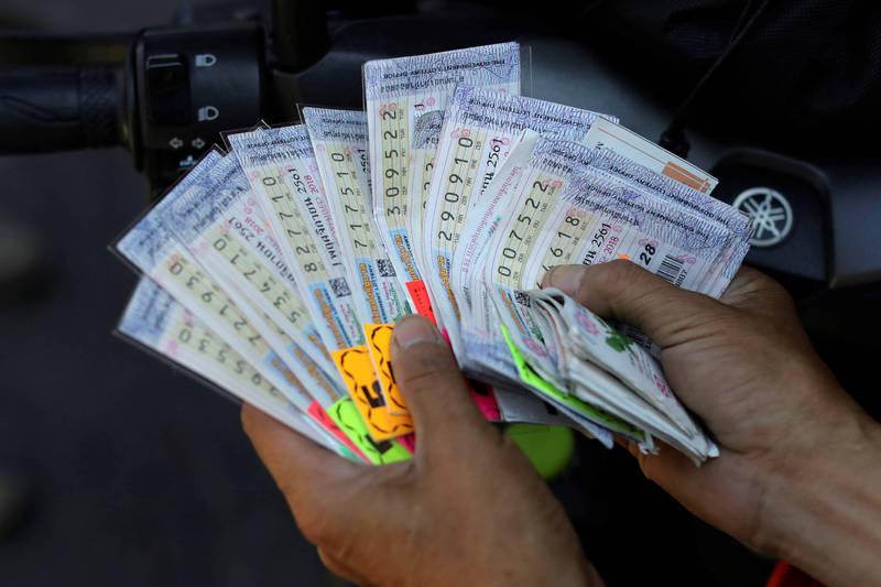 泰國45歲女攤販,夢到去世4個月的父親託夢報明牌,結果讓她中了1082萬的彩金,示意圖。(路透)