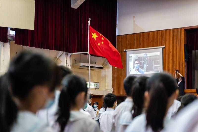 中國官方強推「全國統一必修課程」的要求限制,有英國教育專業人士對此表示,受政策影響,不少英國學校如今不願承認自己在中國設有學校,因為這會影響學校的聲譽。(彭博檔案照)