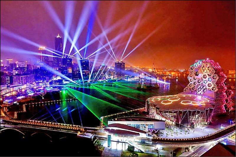 高雄港灣夜景,此圖為高雄跨百光年美景。(市府提供)