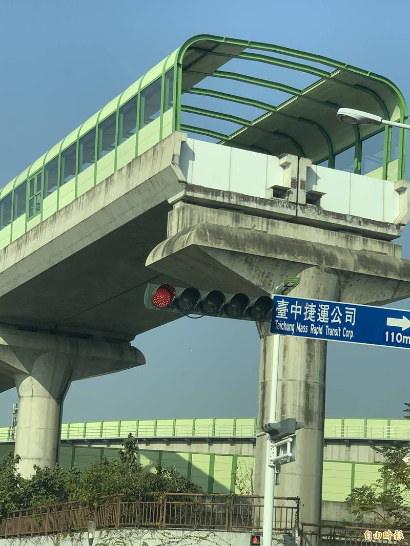 台中捷運綠線通車在即,民眾關心延伸線何時啟動?而目前捷運清楚可見已預留延伸到大坑的出口。(記者唐在馨攝)