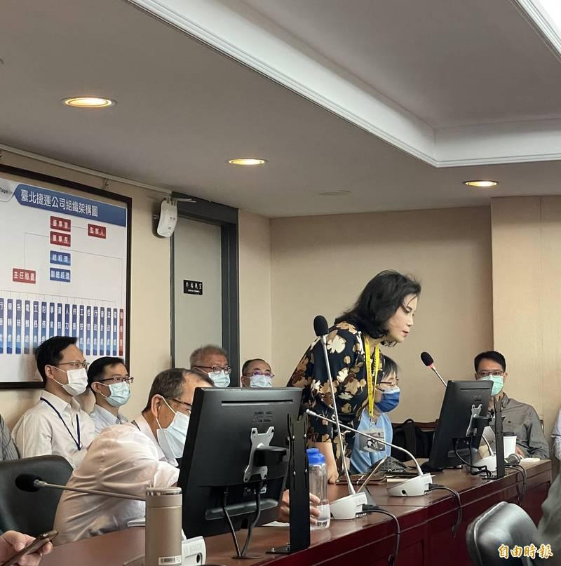 台北市政府市長室主任謝明珠擔任大都會客運官股董事,議員質疑專業度不足。(記者蔡亞樺攝)
