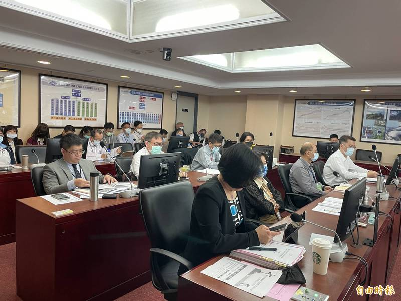 悠遊卡公司、悠遊卡投資控股公司等單位,赴議會進行工作報告。(記者蔡亞樺攝)