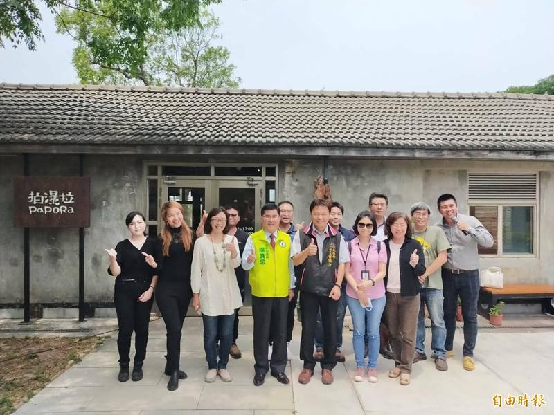 清水在地青年返鄉經營拍瀑拉文化基地,設置「本一艸堂」。(記者張軒哲攝)