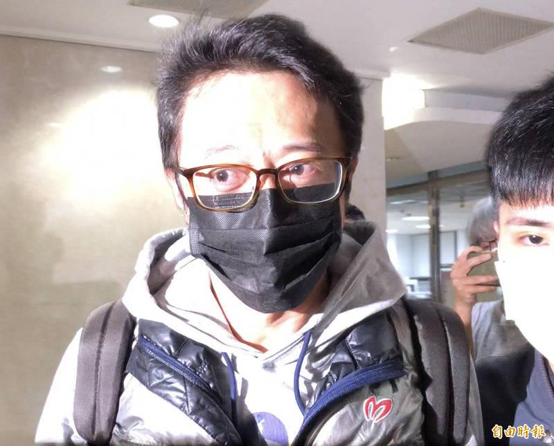 涉嫌炒股的共犯顧明仁(見圖)被移送台北地檢署。(記者錢利忠攝)
