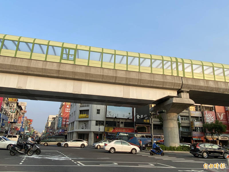 台中捷運綠線目前試營運,綠線延伸北屯及彰化,進度落後,外界擔憂。(記者張聰秋攝)