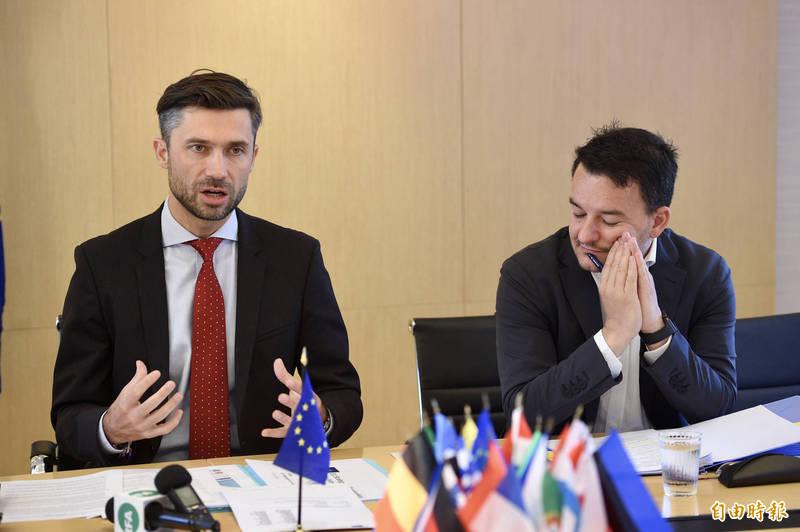 歐盟提出「印太地區合作戰略」,歐洲經貿辦事處處長高哲夫20日召開記者會說明立場。(記者羅沛德攝)