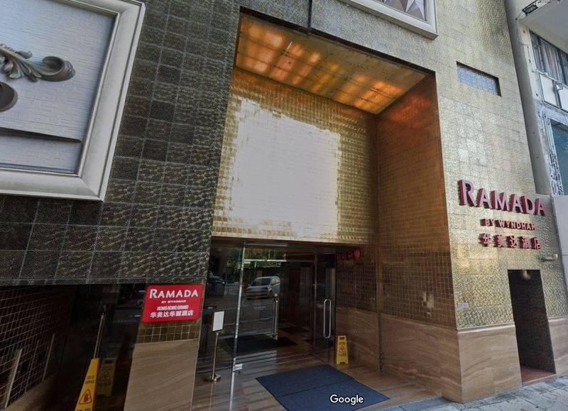 位於香港九龍尖沙咀的華美達酒店先後有3人感染南非變種病毒,意味南非變種病毒在香港出現首次本土感染。(圖擷取自Google地圖)