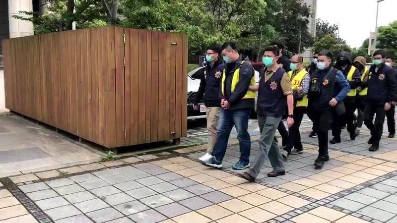 警方逮捕涉嫌誆賣未上市股票謀取暴利的劉嫌詐騙集團10人。(記者姚岳宏翻攝)
