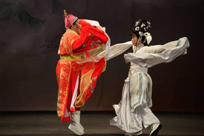 「水月演劇社」、「臺北傳統戲劇團」、「雲水戲劇工作坊」一連三天在新莊文化藝術中心演藝廳演出。(新北市政府文化局提供)