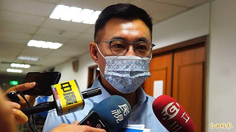 國民黨主席江啟臣今天在台中考察福田水資源中心,被媒體提問。(記者何宗翰攝)