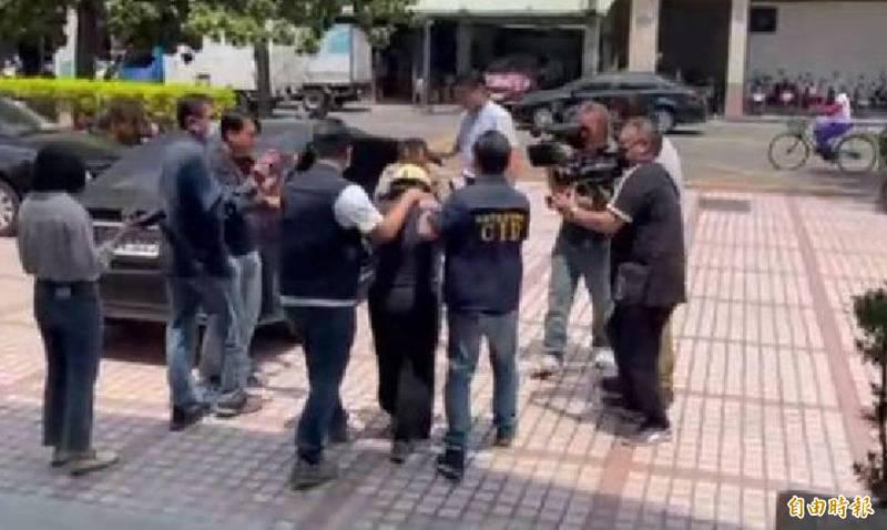 涉嫌買凶殺夫的杜女,被雄檢列為主嫌聲押禁見。(記者黃旭磊攝)