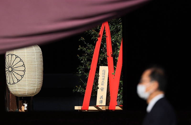 日本靖國神社春祭,日本首相菅義偉依照去年秋祭方式,僅供奉祭品,不會親自前往神社參拜。(歐新社)