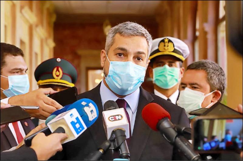 巴拉圭總統阿布鐸二十日在總統府受訪,強調巴拉圭不接受中國用疫苗進行外交勒索。(取自巴國總統府推特)