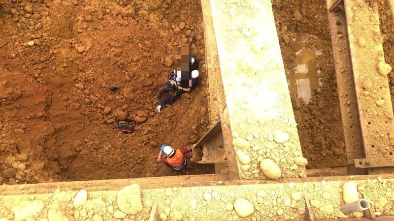 中壢傳工安意外,工人失足墜樓死亡。(記者許倬勛翻攝)