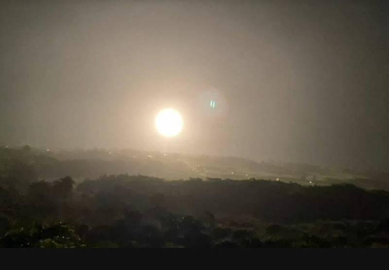 中山科學研究院今晚在台東成功鎮基翬漁港試射無限高飛彈1枚。 (民眾提供)