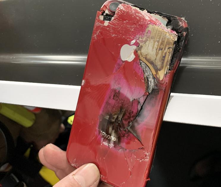 一架由邁阿密飛往倫敦的波音787-9客機,降落前40分鐘竟然起火,緊急撲滅後才發現是iPhone釀禍。(圖翻攝自英國航空事故調查局官網)