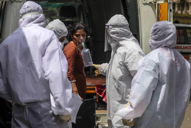 武漢肺炎(新型冠狀病毒病,COVID-19)疫情難以退燒,印度在過去一天再新增超過31萬例確診,成為全球單日新增感染數字最多的國家,土耳其更超越英國成為全球病例總數第6高的國家。(歐新社)