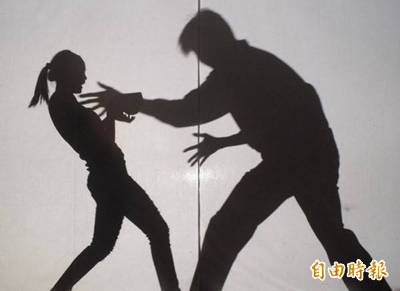 李男趁早餐店老闆娘獨自打烊時入內非禮被害人。(資料照)