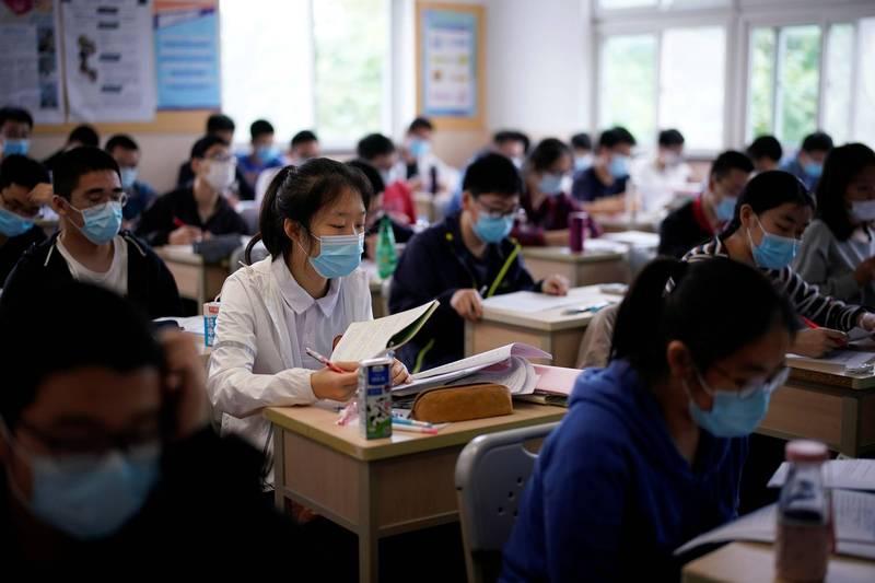 中國1名家長砸下人民幣21萬元給孩子補數學,孩子考了59分,引發家長不滿,大鬧補習班。(路透檔案照)