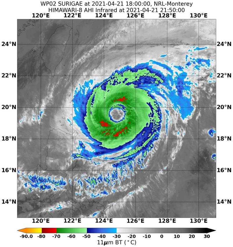 鄭明典上午表示,舒力基今日最接近台灣,隨著下沉區減弱,有利後方華南雲雨帶水進來台灣。(擷取自鄭明典臉書)