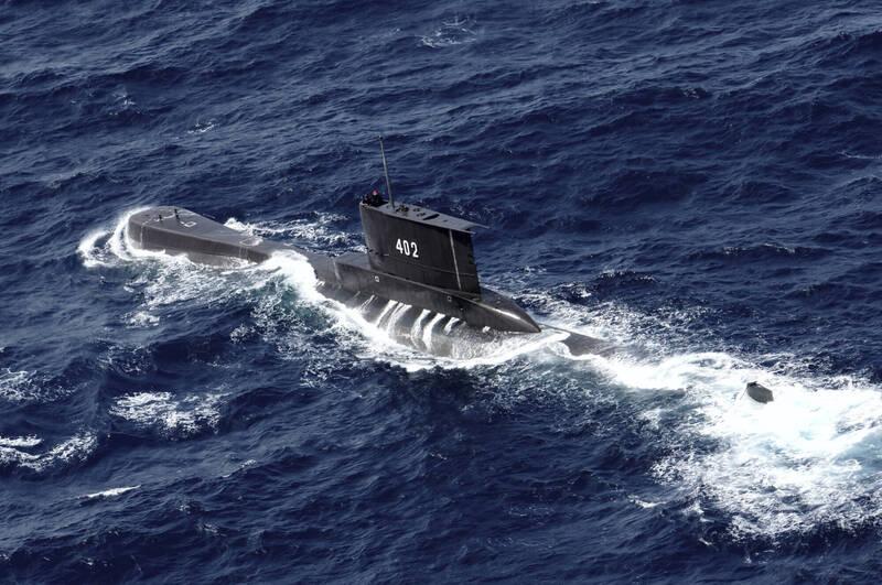 印尼海軍潛艦KRI Nanggala 402昨日在演訓時失聯,艦上53名官兵生死未卜。(美聯社)