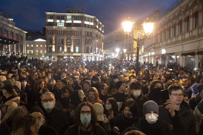 俄羅斯反對派領袖納瓦尼近期傳出在獄中身體狀況極速惡化、性命垂危,支持者為此發起示威抗議,在全國60座城市都有民眾參與聲援,但當局也強硬執法,估計有接近1500人被警方逮捕拘留。(美聯社)
