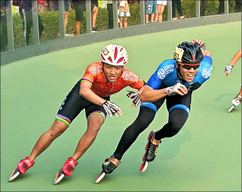 文山國中許崇煒(左)在國男組滑輪溜冰項目有多項破大會紀錄。(新北市政府教育局提供)