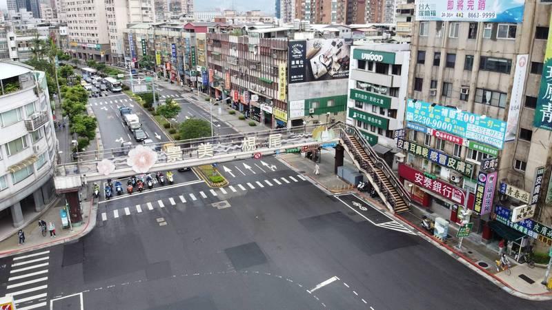 [新聞]羅斯興隆人行天橋要拆了 4/29~5/1夜間交管