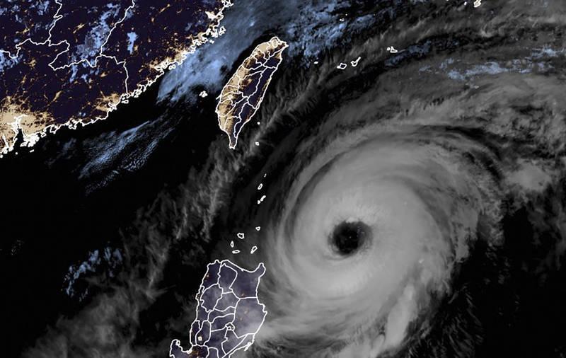 舒力基颱風正逐漸遠離台灣。(法新社檔案照)