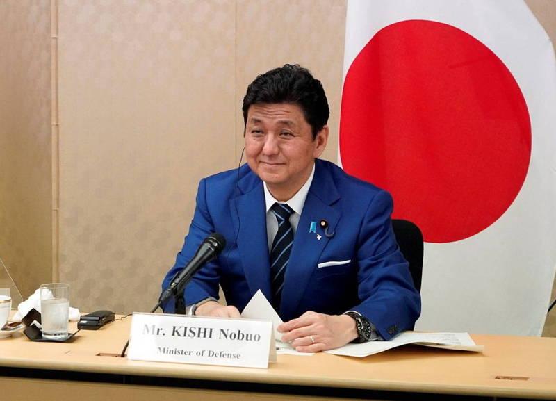 日本防衛相岸信夫表示,中國正步步進逼,一旦台灣赤化了(遭到中國併吞),情勢恐將變得更為嚴重。(路透資料照)