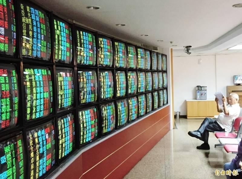 台灣股市近期站上萬七大關,有網友對此分享小資投資心得。(資料照)