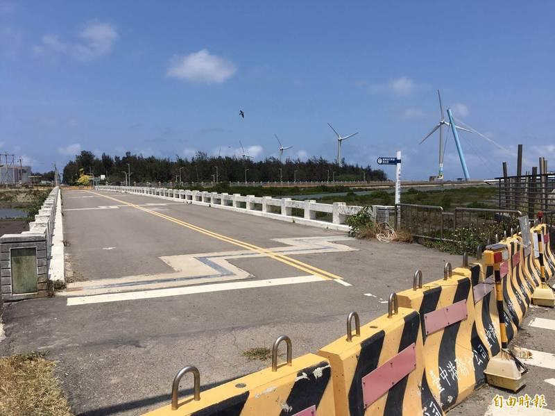 47年的「濱海橋」,被列為危橋。(記者張軒哲攝)