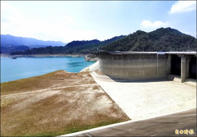 由於上游持續沒有明顯降雨,曾文水庫蓄水率已下探至8﹪。(記者吳俊鋒攝)