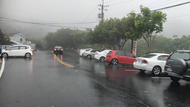 台南市山區6個行政區今天下午降雨,民眾高興地說「終於下雨了」。(陳居峰提供,中央社)