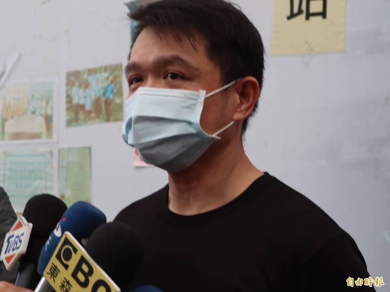 黃小弟的父親表示,何姓教練被羈押禁見是遲來的正義。(記者歐素美攝)