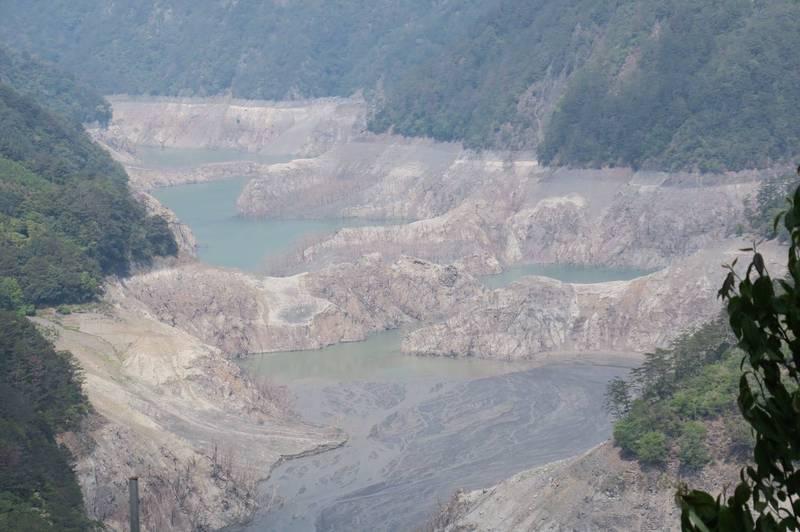 集水區未下雨,德基水庫水位只剩1326.69公尺。(民眾提供)