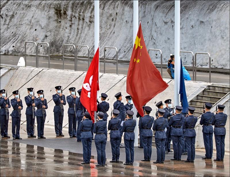 為防範中國借道香港滲透,未來港澳居民來台定居將建立相關把關機制;圖為日前香港舉辦國家安全教育日活動。(美聯社檔案照)