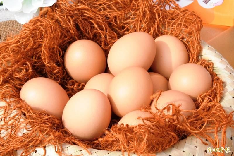 近日中國網路上瘋傳一篇宣稱透過特異功能可以讓熟蛋孵出小雞的奇葩論文,引發熱議。雞蛋示意圖。(資料照,記者陳冠備攝)