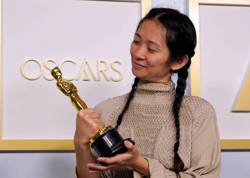生於中國的導演趙婷(見圖)以「游牧人生」一片勇奪奧斯卡最佳導演獎,成為奧斯卡93年來史上第一位獲得這項殊榮的亞裔女性。(法新社)