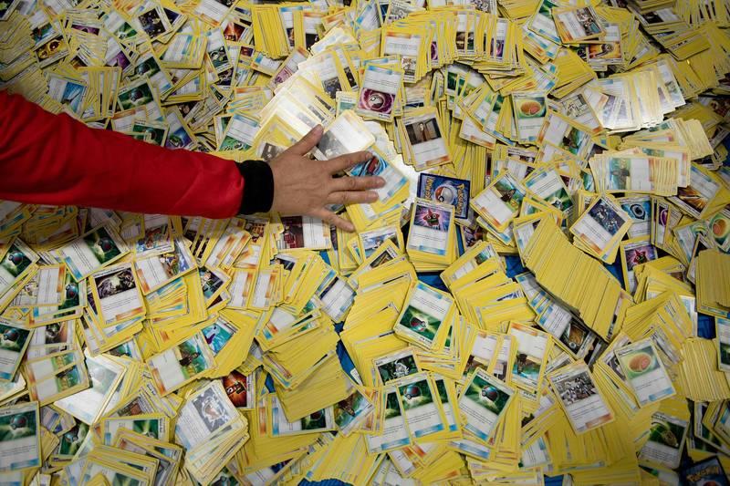 寶可夢卡在全球廣受歡迎,為紀念25週年,麥當勞與寶可夢合作,推出25週年紀念卡。(法新社)