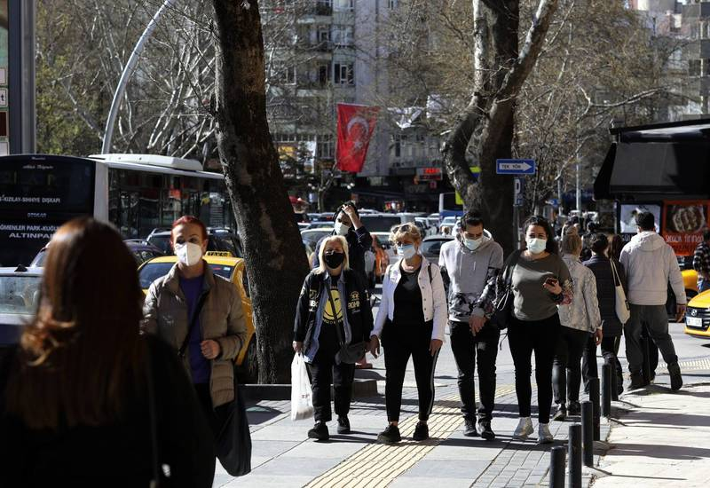土耳其全國將從週四起封鎖。圖為首都安卡拉行人。(美聯社)