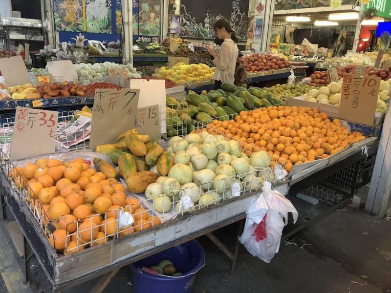 原PO上網詢問24小時營業的水果店「賣給誰?」,引起許多鄉民留言。示意圖,與當事人無關。(資料照)