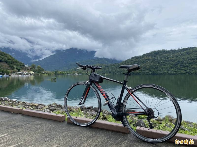 翰品花蓮推出單車一日遊,旅客透過騎鐵馬慢行的方式到各大景點,別有一番風味。(記者蕭玗欣攝)