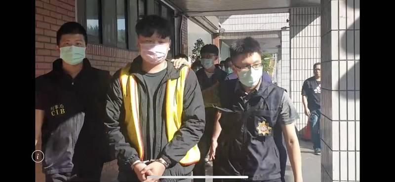楊男等7人被警方送辦。(記者邱俊福翻攝)