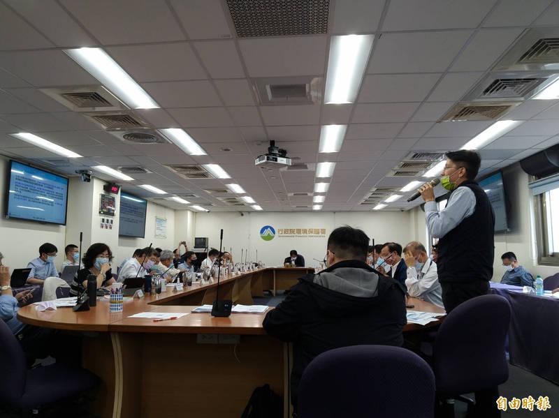 環評大會今日審查通霄電廠二期更新改建計畫。(記者羅綺攝)