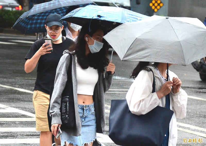氣象局指出,今日鋒面接近,全台都有降雨機會。(資料照)