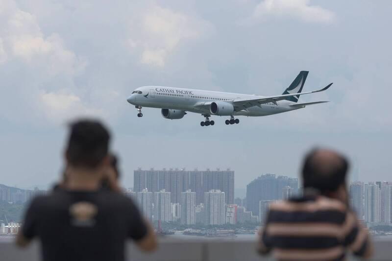 香港立法會今(28)日三讀通過《2020年入境修訂條例草案》,將容許保安局局長賦權入境處可要求航空公司禁止運載個別乘客。(法新社)