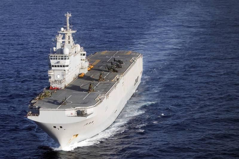 中國半官方機構表示,1艘法國軍艦現身西沙群島東南領海線外,推測是法國海軍雷電號兩棲攻擊艦身影。(法新社檔案照)