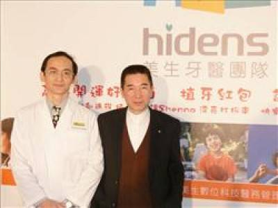 美生牙醫集團負責人蔡惟新(右)被控吸金1.5億元並侵占合夥人財務,遭起訴。(資料照)