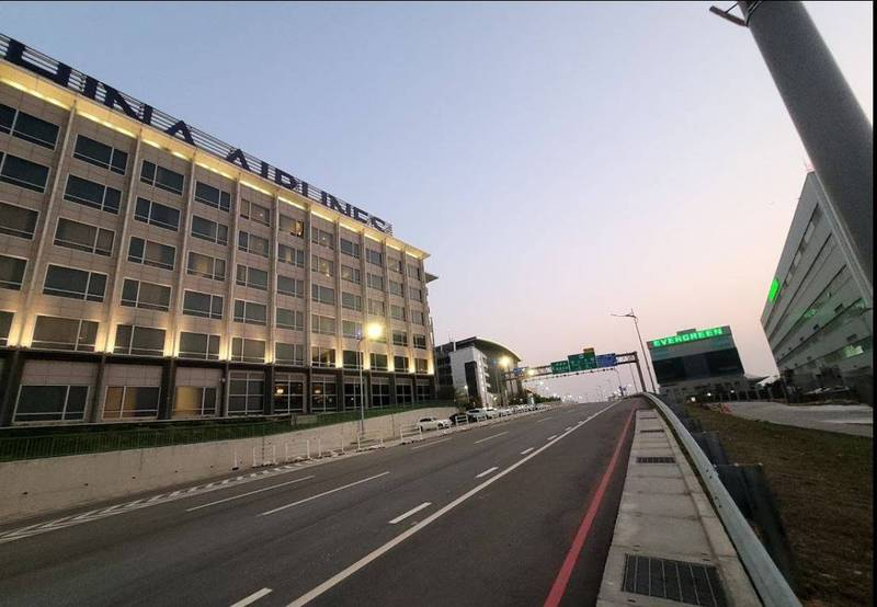 指揮中心今天通報桃園機場防疫旅館主管確診,此前還有6名華航機師入住該旅館採檢,5名確診,1名正在調查。(圖翻攝自Google地圖)